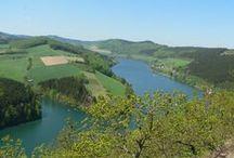 Diemelsee im Waldecker Land / Eingebettet in die Berge des Sauerlandes, direkt vor den Toren Willingens liegt der Diemelsee. Viel Wasser, noch mehr Wälder, wilde Wiesentäler, herrliche Ausblicke und verträumte Winkel.