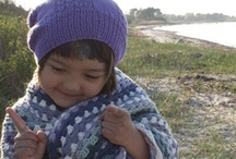 Children in hand-knitted clothes from Mormor.nu