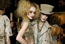 Fashion walks / Catwalks, models, style trends