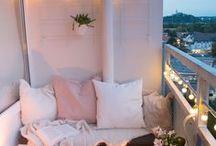 Balkon Ideen / Balkon Ideen: Eine Wohnung braucht einen gemütlichen Balkon! Am liebsten mit einer gemütlichen Sitzecke mit Sitzbox, vielen Kissen, Pflanzen und Lichterketten...
