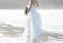 -> coastal wedding inspiration / What could be better than planning a relaxed Canadian destination wedding on Vancouver Island! From Victoria (with its British influence and castles) to Tofino (with its small town charm and stunning beaches) and the rustic charm of the Gulf Islands (such as laid-back Salt Spring Island with its green living and scenic ferry ride) there are farms and vineyards, lakes and coastline, mountains and meadows. Vancouver Island truly has something for everyone.
