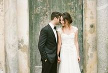 -> european wedding inspiration / Anyone who has spent time with me knows I love Europe and the UK. Anything with a remotely european feel has me gushing and oohing over it. From food to architecture to landscape to lifestyle, I love it so much. My husband and I share this obsession, which is closely personal to us as our honeymoon was in Paris and many of our wedding photos were taken in a local Parisian cafe. Europe, by virtue of its roots and history, is the very definition of effortlessly elegant.