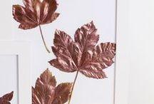 Moodboard Herbst / Es wird langsam wieder kälter und die kuschelige Jahreszeit beginnt. Zeit für Kürbisse, Kerzen und kuschelige Decken! Leckere Herbstrezepte, Kürbis, Blätter, Herbstdeko, Decken...