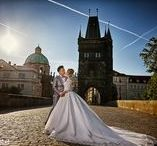 Prague pre-wedding photography / The glorious city of Prague offers best venues for pre-wedding photography in Europe where couples from all over the world choose to have their pre-wedding photos taken.