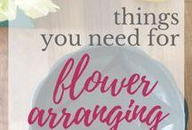 Flower arrangements DIY #FlowerStart / Flower arranging for beginners and beyond. Blog posts from http://juliedaviesflowerworkshops.co.uk/ The Florist. That Teaches #FlowerStart