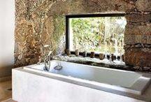 Badkamer ♥ / Wakker worden wordt een stuk aangenamer in een warme en comfortabele badkamer. De juiste materialen en verlichting geven de badkamer een serene uitstraling ♥ www.inndoors.nl
