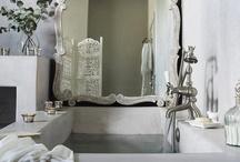 Interiors - Bathrooms / by Cláudia Domingos