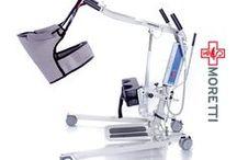 Elevator Hidraulic si Electric Pacienti / Dispozitiv medical, actionat de catre un asistent pentru ridicarea / coborarea unui pacient cu dizabilitati locomotorii severe. Dispozitivul se poate utiliza atat in ingrijirea la domiciliu cat si in camine de varstnici sau unitati medicale.