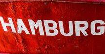 """Bildschönes Hamburg / Bilder aus der schönsten Stadt der Welt. Moin, wir sind zwei echte Hamburger Jungs und freuen uns darauf Euch unsere Fotos von der schönsten Stadt der Welt zu präsentieren. Mit Herz und Seele, viel Liebe zum Detail und der tief greifenden Leidenschaft zur Fotografie haben wir für Euch viele ganz tolle Fotos geknipst. Wir zeigen Euch auf """"Bildschönes Hamburg"""" unsere schönsten Fotos in Farbe und Schwarz-Weiß. Viel Spaß beim Stöbern und Hummel, Hummel. www.bildschoeneshamburg.de"""