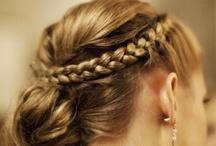 Haare und hübsch.