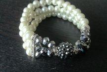 Hibkralen / Sieraden maken is mijn passie, hier kun je zien wat ik in mijn collectie heb! Bij interesse kun je contact opnemen via hibouma@hotmail.nl Alle sieraden worden verkocht voor minder dan €10.-