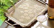 Szydełkowe drobiazgi / Szydełkowe serwety. w ksztalcie kwiatów, serc, liści oraz podkladki pod kubki, lampki  i serwetki pod talerze.