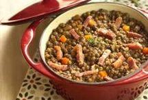 Recettes du terroir / Bonduelle vous propose de délicieuses recettes du terroir avec de bons légumes, des bons plats traditionnels de chez nous, des recettes de grand-mère qui ont parfumé notre enfance ! Redécouvrez vos régions et voyagez au travers de recettes du terroir comme le cassoulet, le petit salé aux lentilles carottes, les soupes aux légumes de nos régions, le gratin d'endives... On enfile son tablier et on savoure les légumes Bonduelle dans des recettes d'antan !