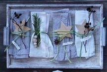 DIY spécial Noël / Après avoir passé la journée à cuisiner, il est temps de passer à la décoration de table ! Il serait bien dommage de ne pas mettre en valeur vos mets délicieux ! De la bougie en passant par la serviette, Bonduelle vous donne des astuces pour une déco home made et branchée !
