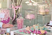 Mon Candy Bar  / Anniversaires, mariages, fêtes de famille, le candy bar s'adapte à tous les gourmands. Place aux cupcake, macarons, calisson, caramel et autres bonbons acidulés. Un plaisir visuel et un régale pour petits et grands.