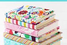 cadernos, caixas, bolsas e coisas com tecido