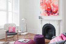Contemporary | Style / Ele é o estilo onde tudo é o mais atual, o mais recente. Este termo é usado para se referir a tendências do momento.   Em geral o contemporâneo deixa o espaço acolhedor por causa da mistura de estilos, elementos, formas e cores. Ele aceita os móveis antigos incorporados com mobiliários novos. O vintage com o moderno minimalista é uma forte influência do contemporâneo.