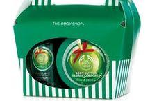 Świąteczne upominki The Body Shop / Święta 2014 w The Body Shop to życzenia i moc ich spełnienia z naszą największą jak dotąd kolekcją gotowych prezentów. Przygotowaliśmy dla Was mnóstwo fantastycznych zestawów upominkowych w świątecznym wydaniu. Dawanie nigdy nie było takie przyjemne! Niezależnie, czy planujesz zakupy z wyprzedzeniem, czy też (znów!) zostawiasz je na ostatni moment w naszej ofercie znajdziesz atrakcyjny upominek na każdą kieszeń! / by The Body Shop Polska