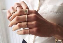 Jewelry / Golden jewelry.