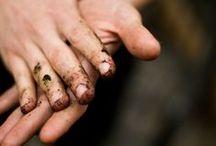 Ús Tún. Onze tuin. / Levenskunst is ook: met je handen in de aarde en genieten van het wonder der natuur. Dankbaar voor wat het ons schenkt.