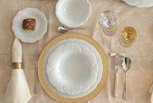 Yaprak Koleksiyon / Porland, yaprağın zarif inceliği ve beyazın büyüsü ile romantik sofralar kuruyor. Porselenin şeffaf dokusunun yansıtıldığı koleksiyon, sonbaharın sade silüetine beyazın gücünü katıyor.
