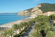 Le nostre località: Finale Ligure e Varigotti / Vivere Finale Ligure significa assaporare la sua storia, la bellezza del suo territorio, i suoi stupendi carruggi, la spiaggia sabbiosa, la sempre rigogliosa vegetazione mediterranea, le terrazze dagli ulivi secolari e la sua passeggiata a mare, amata dalle mamme e dai bambini. http://www.rivieradeibambini.it/liguria/finale-ligure/