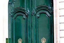 Sisuksia / Vakavia pakkomielteitä esimerkiksi vihreän sävyihin