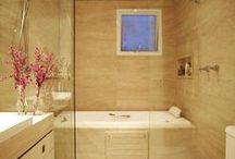 Banheiros/ Restrooms