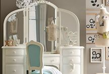 Makeup Vanity / by Sherry Smith
