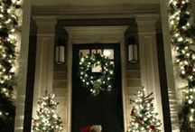 Christmas Doors / Beautiful front doors decorated for Christmas!