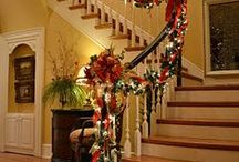 Christmas Staircases / Beautiful decorating ideas for the staircase at Christmastime!