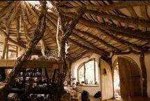 Bio-Architecture / Arquitectura sostenible con materiales naturales de la Tierra como: el barro, la paja,la madera, la tierra, hierba,etc.