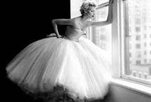 Pin-up wedding dresses