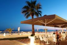 Dinning & Drinking / Luxury Dining and Entertainment in Kalamata. If you want to feel the zenith enjoyment of Greek and international gastronomy and a wide variety of drinks and cocktails, you only have to visit the dining areas and bars of Elite City Resort at Kalamata.