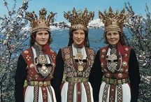 Folk costumes of the world / by Solveig Strand