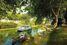 Tourisme fluvial / Vos vacances sur l'eau. Péniches colorées, bateaux de rêve, barques et gabarres : faites rimer vos vacances avec tourisme fluvial en Midi-Pyrénées. Sur le Canal du Midi à l'ombre des arbres majestueux, sur le Lot à travers vignes et falaises, sur la Garonne à la découverte d'un autre visage de Toulouse : vous allez appareiller pour des croisières zen ou des balades hors du commun.
