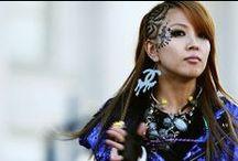 БоА / БоА (англ. BoA, полное имя Квон Боа (кор. 권보아, китайский 權寶兒/权宝儿, Японский: クォン·ボア, род. 5 ноября 1986) — корейская певица, известная в Южной Корее и в Японии. Родилась и была воспитана в городе Кури, провинции Кёнгидо, в Южной Корее. Широкая известность к певице пришла после подписания ей контракта с компанией SM Entertainment, которая нашла её, когда она вместе со своим старшим братом пришла на пробы «поиска талантов».
