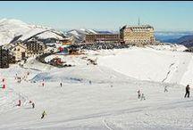 Ski et sports d'hiver / Avec 26 stations dans les Pyrénées mais aussi en Aveyron, Midi-Pyrénées est une grande destination neige. La montagne y est majestueuse et respectée. Les stations sont dynamiques, à taille humaine, chaleureusement sportives. L'animation se prolonge dans les vallées, au cœur de villages à l'authenticité appréciable. Pour le ski et les à-côtés du ski, c'est ici qu'il faut venir. / by Tourisme Midi-Pyrénées