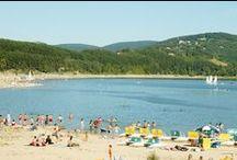 """Sélection de lieux de baignade en Midi-Pyrénées / La Dordogne, le Lot, le lac de Saint-Ferréol, … : au bord de rivières limpides bordées de falaises ou de lacs lumineux sertis de vert, Midi-Pyrénées réunit un grand nombre de sites naturels où vous pouvez vous baigner, jouer avec les enfants et passer des journées tranquilles sur votre serviette de plage.  Pour en savoir plus, rendez-vous sur notre rubrique """"Nautisme et baignade"""""""