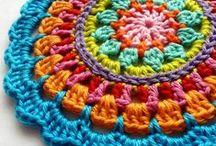 Crochês e Tricos criativos.