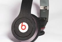Skins for Beats by Dre Solo HD's / We have a wide variety of skins available ranging from red to purple in carbon fibre, leather and in brushed metal. Our skins are designed to fit your Beats by Dre Solo's or Studios perfectly and can be applied in minutes. Not only do our skins look great but they'll also help you protect your headphones from scratches and breaks.