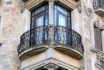 Facades / Street views of shops and houses, entries, famous places and buildings