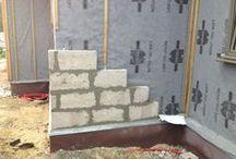 ITE en blocs de chanvre CHANVRIBLOC (isolation par l'extérieur) / Isolation d'une maison ossature bois en bloc de chanvre CHANVRIBLOC par l'extérieur - bloc de 10 cm - R = 1,40
