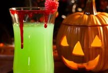 Halloween Food & Drink Ideas / Favourite recipes for freaky Halloween party food and drinks from across the web.