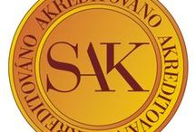 Certifikáty, akreditace, ocenění / Certifikovaná či akreditovaná služba je jednotné, nestranné, odborné ověření kvality služby a spokojenosti klienta (pacienta). Potvrzuje tak poskytovanou kvalitu a spolehlivost služby, kvalifikaci zaměstnanců s ohledem na specifika daného oboru, dodržování obecně závazných předpisů a standardů relevantních pro poskytovanou službu.