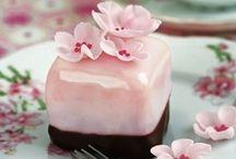 Lovely Little Cakes / by ~ Shnee ~