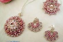 Korálkovanie a šperky
