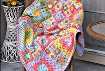 From Yarn to the Blanket / Knitted and crocheted blankets
