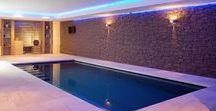 Binnenzwembaden / Op ieder gewenst moment zonder rekening te hoeven houden met de weersomstandigheden kunnen relaxen in uw eigen zwembad. Alleen of samen met familie en vrienden. Een luxe die gemakkelijk te realiseren is, met Elzen Zwembaden.