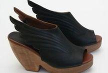 Shoes & Footwear / Chaussures / Group board for SHOES & FOOTWEAR --- TO JOIN THIS BOARD : Follow this board and send me an e-mail request to savousepate54@gmail.com --- DON'T OVER-PIN, thank you !  ☆☆☆  Tableau dédié aux CHAUSSURES et aux accessoires pour pieds --- POUR PARTICIPER : Abonnez-vous à ce tableau et envoyez votre demande par email à savousepate54@gmail.com --- PAS DE SPAM sous peine d'exclusion, merci !